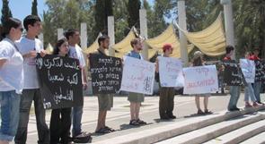 طلبة اسرائيليون يهدمون منصة لإحياء النكبة في جامعة تل أبيب