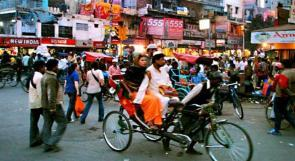 الهند تواجه التبول على الطرقات بالصفارات والطبول