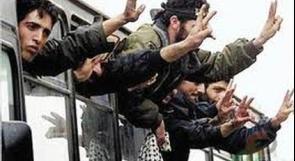"""""""الشاباك"""" يفحص أسماء الأسرى المنوي إطلاق سراحهم  واحتمال إبعاد بعضهم"""
