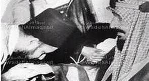 السعودية تستعد لاسقبال مرسي بصورة لحسن البنا يقبل يد الملك عبد العزيز