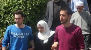 عائلة الشهيد ابو حمدية تصل الى ارض الوطن للمشاركة في تشييع جثمانه