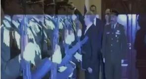 """بوتين وقبعة حرس الشرف.. تواضُع """"القيصر"""""""