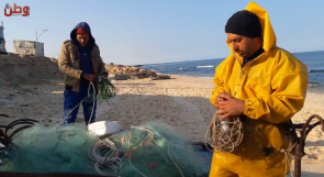 صيانة شباك الصيد.. مهنة المتاعب في غزة