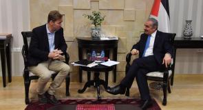 اشتية يدعو البرلمانات الأوروبية للضغط من أجل الاعتراف بالدولة الفلسطينية