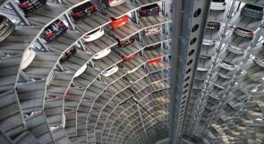 بالصور.. برجان لعرض سيارات فوكس فاجن