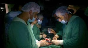 أطباء في غزة ينقذون حياة طفل انزلق بالون في فمه