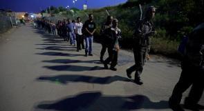 """""""هآرتس"""": """"إسرائيل"""" نهبت عشرات ملايين الشواقل من العمال الفلسطينيين"""