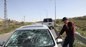 """إصابة مستوطن خلال رشق شبان لمركبته بالحجارة قرب """"عزون"""""""