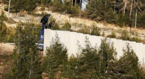 جيش الإحتلال يستكمل العمل ببناء جدار اسمنتي قرب بلدة العديسة اللبنانية