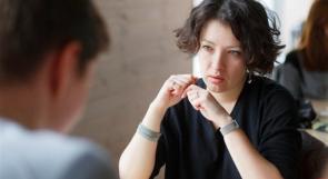 8 أفكار عن لغة الجسد تكشف ما يخفيه الآخرون