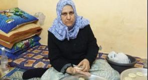 """خاص لـ""""وطن"""": بالفيديو.. غزة: """"سيدة التحديات"""".. مريضة سرطان تصنع الكعك وتبيعه"""