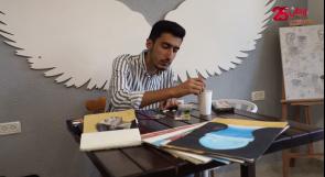 خروج عن المألوف.. الشاب عبد الله أبو قذيلة يرسم لوحاته على بذور القرع