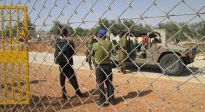 """""""احنا معكم""""..  متضامنون دوليون شاهدون على استبداد الاحتلال و معاناة المزارع خلف الجدار"""