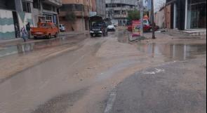 """خاص لـ""""وطن"""": بالفيديو..غزة: الحفر ومياه المجاري تثقل كاهل المواطنين في شارع """"الشعف"""""""