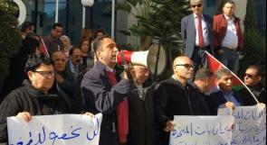 الفلسطينيون يرفعون الصوت عالياً ضد الابتزاز الأمريكي