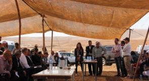 صور | دبلوماسيون أجانب في خيم الأغوار قبل هدمها.. ماذا قال لهم السكان؟