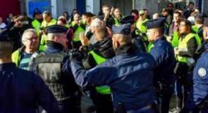 """الحكومة الفرنسية تواصل التراجع ودعوات لفرض """"الطوارئ"""""""