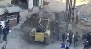 """العشرات من أهالي اليرموك يطالبون بفتح حاجز """"العروبة"""""""