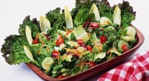 الخضراوات الورقية تلوث الغذاء وتتسبب بالتسمم الغذائي