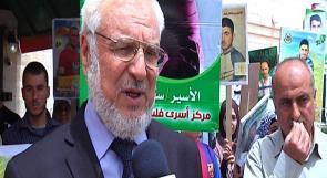 """بالفيديو.. أثناء تسليم رسالة لبعثة التواجد الدولي في الخليل دويك"""" لا يمكن إلغاء وزارة الأسرى"""""""