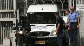 """مصلحة السجون تنقل 70 أسير مضربا من سجن """"نفحة"""""""
