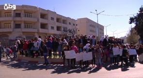 اللاجئون في الضفة يحتجون على تقليص خدمات الأونروا