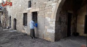 """""""بيتكم عامر"""".. شباب يزيلون الغبار عن الأماكن الأثرية المهمشة في غزة"""
