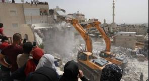 جيش الاحتلال يهدم عمارة سكنية في مدينة البيرة