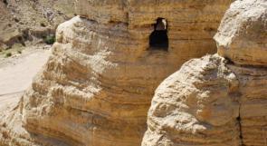 اكتشافات اثرية في قمران قرب البحر الميت، تحرج أثريي الاحتلال في هوية المنطقة