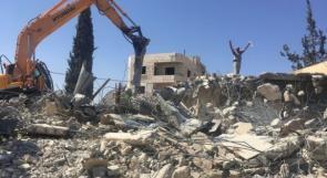 الاحتلال يهدم منزلين يعودان لعائلة المحتسب في بيت حنينا