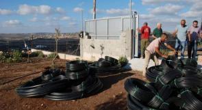 اتحاد المزارعين يوزع مواد وأدوات وشبكات ري على المزارعين المتضررين من الجدار والاستيطان