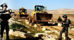 الاحتلال يمنع فتح طريق ويصادر جرافة في نابلس