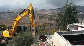 الاحتلال يهدم مقهى قرب حاجز قلنديا شمال القدس