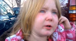 """بالفيديو... الملايين يشاهدون فتاة أمريكية تبكي """"تعبًا"""" من أوباما ورومني"""