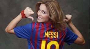 """بالصور... ملكة جمال إسبانيا تلفت الأنظار بارتدائها قميص """"برشلونة"""""""