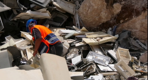 صادق البيئة وخلصها من البلاستك فصادقته ومنحته مصدر رزق.. الحروب مُدوّر النفايات