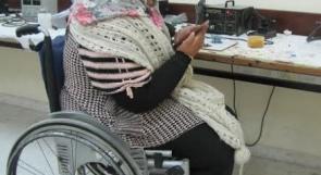 """خاص لـ""""وطن"""": بالفيديو.. غزة: دعاء تتحدى الإعاقة وتقتحم مهنة صيانة الجوال"""