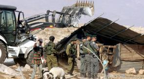 الاحتلال يهدم مسكنا زراعيا جنوب الخليل