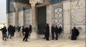 حراس المسجد الأقصى يغلقون باب قبة الصخرة لمنع شرطة الاحتلال من اقتحامها