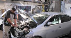 """خاص لـ """"وطن"""": بالفيديو.. غزة: الريفي.. فقدان البصر لم يمنعه من إتقان إصلاح المركبات"""