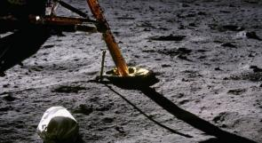 أول صورة على القمر كانت لكيس قمامة