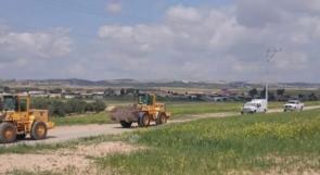 الاحتلال يجرف أراضي زراعية في بلدة السرة بالنقب