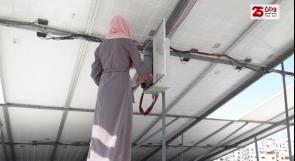 كانت حكراً على الرجال.. فتيات من غزة يعملن في مجال تركيب أنظمة الطاقة الشمسية