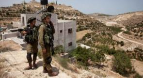 الاحتلال يخطر بوقف بناء 12 منزلا في دوما