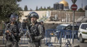 الاحتلال يُفرج عن 7 شبان بشرط الإبعاد عن الأقصى