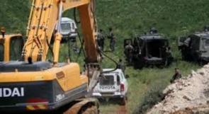 الاحتلال يستولي على جرافة للمواطن محفوظ رشيد شرق يطا