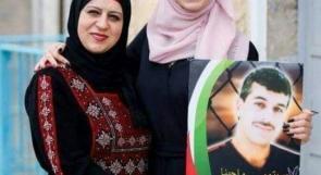 """رند تهدي والدها عبد الكريم الريماوي تفوقها في """"الإنجاز"""" مع دخوله عامه الـ 18 في الأسر"""
