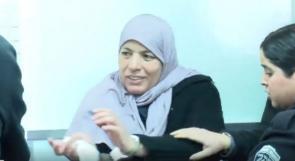 فيديو | والدة الشهيد أشرف نعالوة.. أراد الاحتلال قهرها بالقيود فقهرته بابتسامتها لابنها الأسير