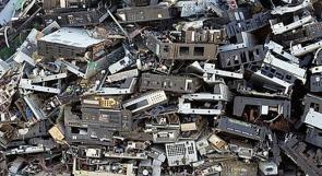 النفايات المنزلية الالكترونية في مكبات النفايات دون معالجة