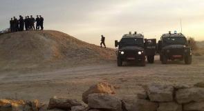 """قوات الاحتلال تحاصر قرية """"عين حجلة"""""""